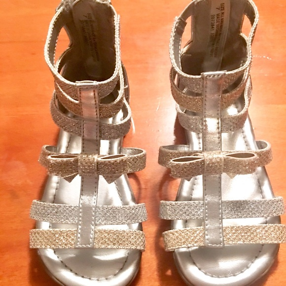 54f058a8aa4 Toddler girls sz 7 silver  gold gladiator sandals